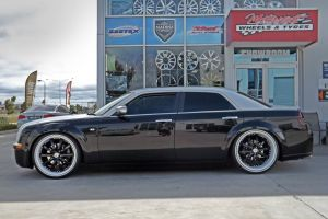 CHRYSLER 300C WITH CUSTOM LEXANI WHEELS  |  | CHRYSLER