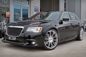 CHRYSLER 300 WITH CHROME WHEELS  |  | CHRYSLER