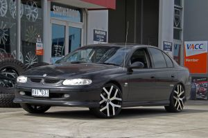 BLACK VT WITH G8 WHEELS  | HOLDEN