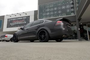 HOLDEN VE COMMODORE with HR-762 |  | HOLDEN
