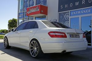 MERCEDES E-CLASS WITH 20INCH INOVIT WHEELS |  | MERCEDES