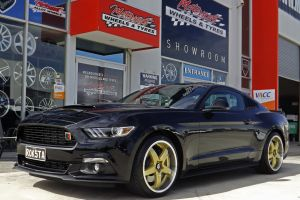 FORD MUSTANG WITH HR-R1 WHEELS | FORD