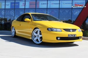 HOLDEN MONARO WITH 20x8.5 White H-R1 WHEELS |  | HOLDEN