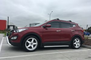 Hyundai Santa Fe with 20 INCH WHITE H-R1 WHEELS |  | Hyundai