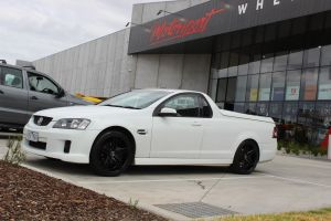 HOLDEN COMMODORE WITH 20 HR RACING H585 WHEELS |  | HOLDEN