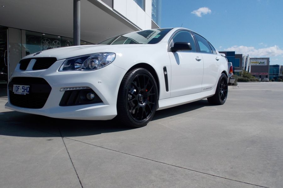 HSV VF CLUBSPORT with HR RACING HR-472