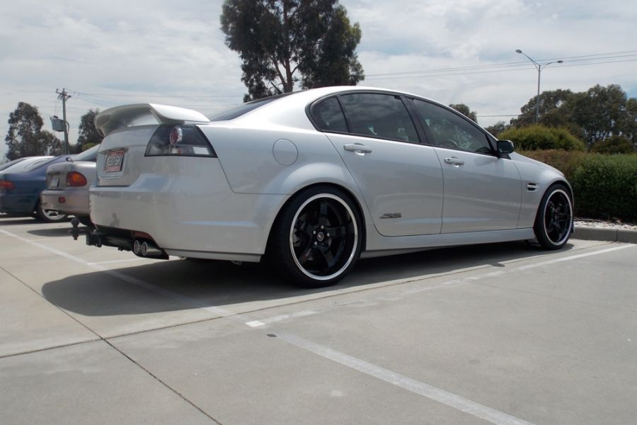 HOLDEN VE COMMODORE with LENSO D1R BLACK
