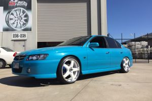 HOLDEN VZ COMMODORE fitted with HR-R1 20 |  | HOLDEN