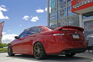HOLDEN COMMODORE WITH HR 762 WHEELS  |  | HOLDEN