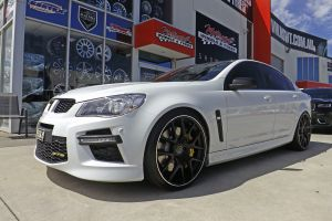 HSV WITH 22INCH M-02 WHEELS  |  | HOLDEN