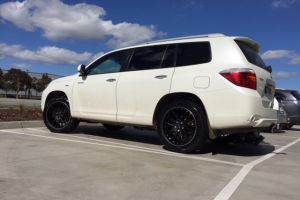 Toyota Kluger with 20 inch Ti+33 Wheels | Toyota