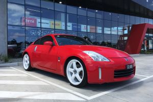 NISSAN 370Z WITH 20 INCH WHITE HR RACING R1 WHEELS |  | NISSAN
