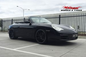 PORSCHE 996 WITH 19 INCH H762 WHEELS |  | PORSCHE