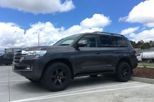TOYOTA LANDCRUISER WITH 18 INCH FUEL BEAST WHEELS |  | TOYOTA