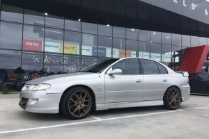 HOLDEN VX COMMODORE WITH 19X8.5 BRONZE H-762 WHEELS |  | HOLDEN