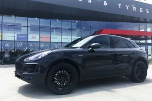 PORSCHE MACAN WITH 21 INCH POR MAC-T WHEELS |  | PORSCHE