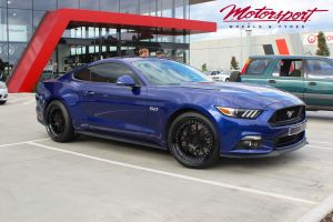 FORD MUSTANG WITH 20 INCH BC FORGED LE72 WHEELS |  | FORD